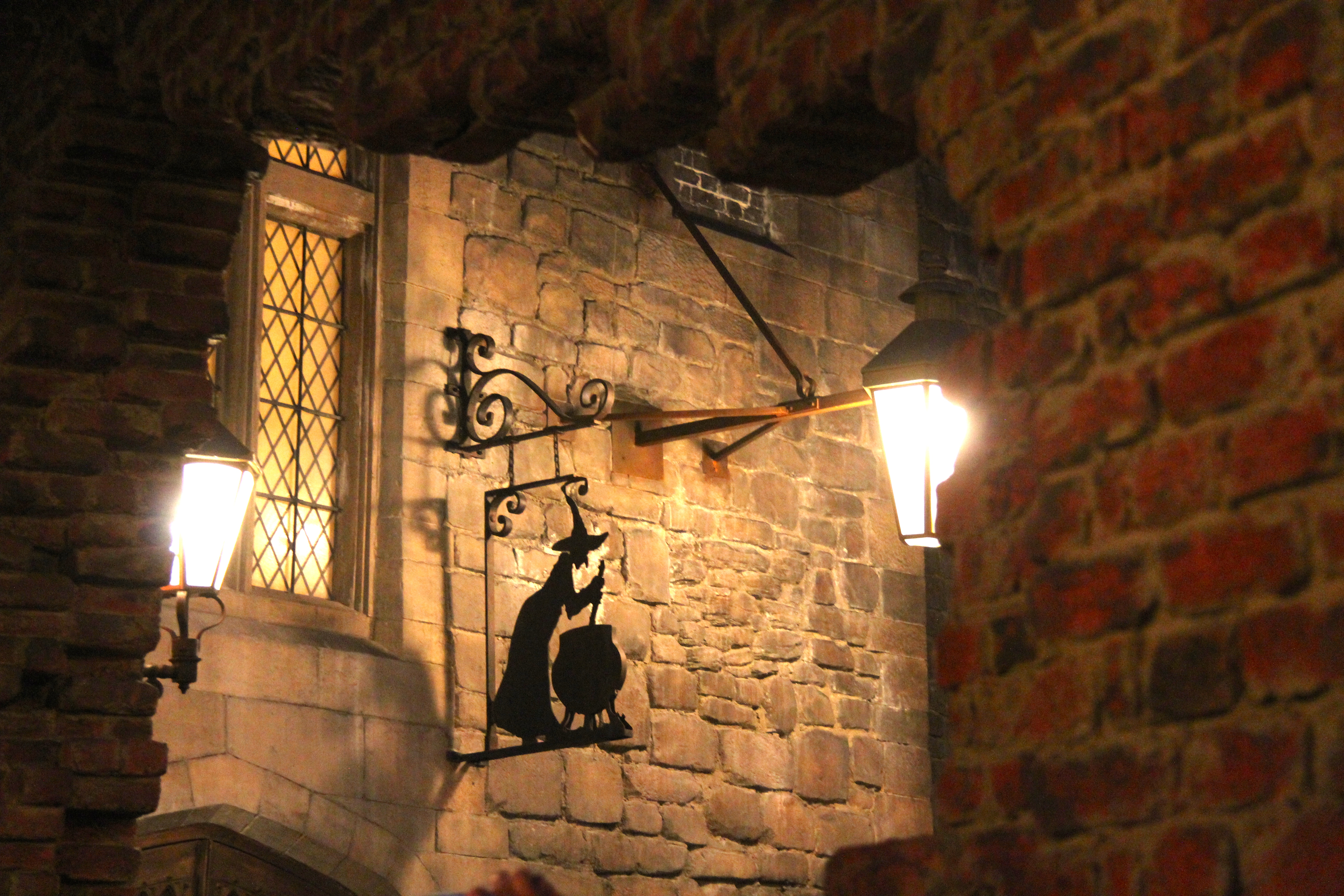 In the harry potter movies the leaky cauldron is a popular wizarding