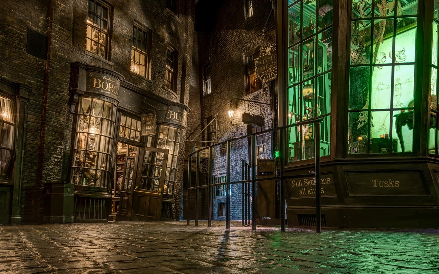Diagon-Alley-Wizarding-World-Knockturn-Camera-Day