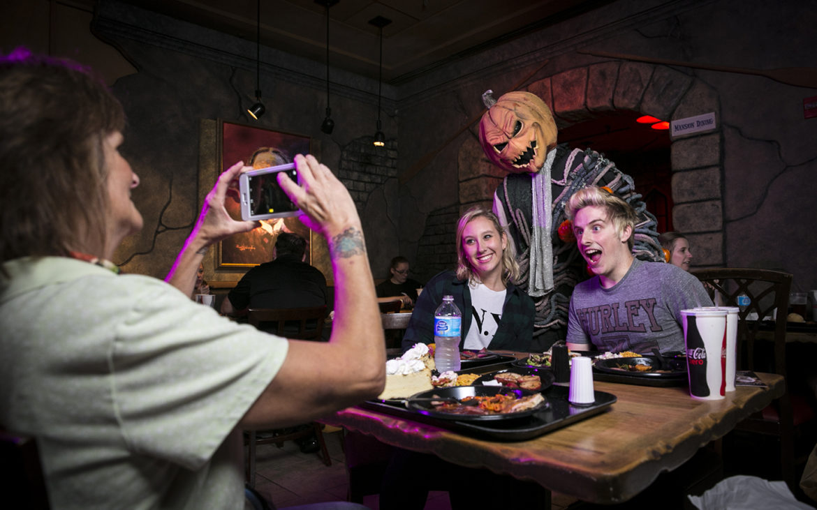 Halloween Horror Nights Scareactor Dining Experience Back