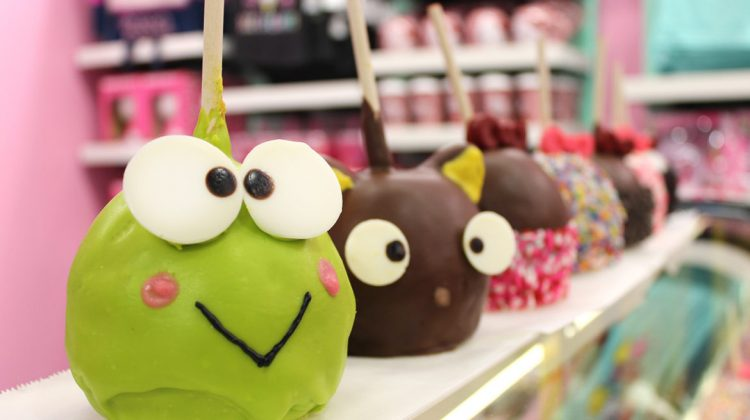 Sink Your Teeth Into These Gourmet Candy Apples at Universal Orlando Resort